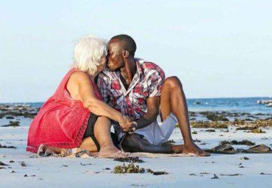 Vanad naised käivad Keenias seksi ostmas