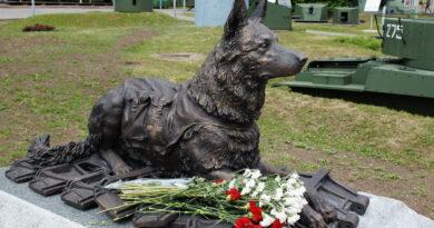 """""""Auh, auh, seltsimees Stalin!"""" (Koerad Suures Isamaasõjas)"""