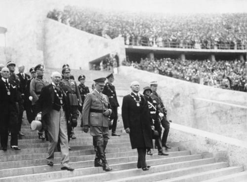 1-08-1936. Kell 16 saabub Hitler staadionile