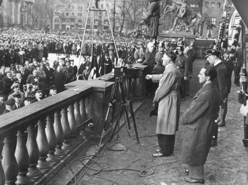 1932 04 04 - Hitler peab kõnet Berliinis Lustgartenis