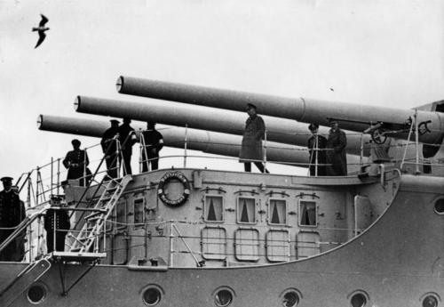 """1934 04 11- Hitler lahingulaeval """"Deutschland"""""""
