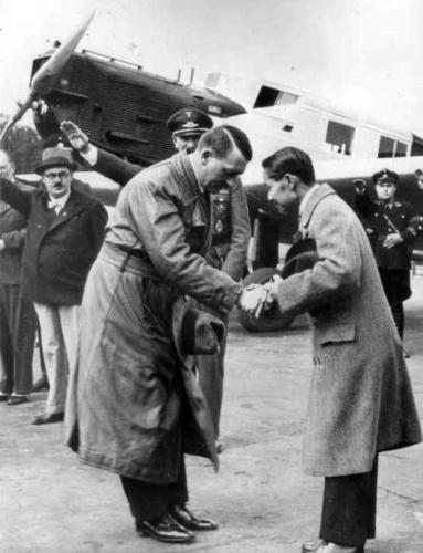 3. juuli 1934 Hitler tervitab Berliinis Tempelhofi lennuväljal Tai kuningat Rama-VII