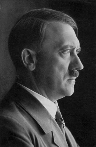 Aprill 1935 47-aastane Hitler. See pilt rändas ka postmarkidele