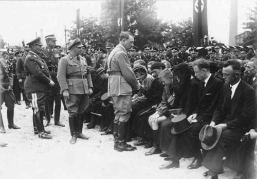 1935 06 18 - Hitler tervitab sõjaveterane