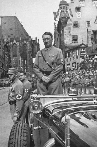 15. sept. 1935 Hitler võtab vastu SA paraadi Nürnbergi parteipäevadel