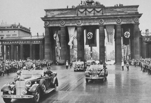 1936 08 01 - Hitler sõidab olümpiamängude avamisele