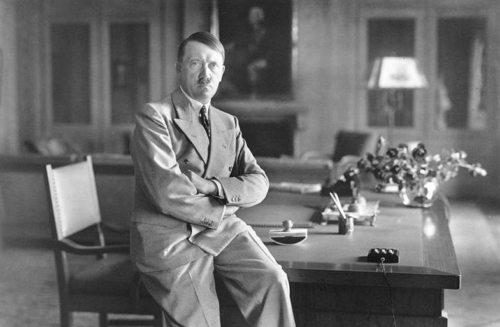 18. aug. 1936 Adolf Hitler Berghofis oma kabinetis
