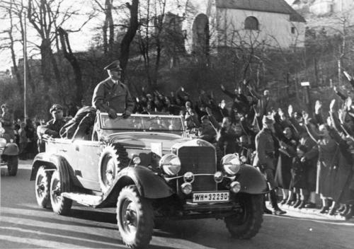 14. märts 1938 Hitleri saabumine annekteeritud Viini