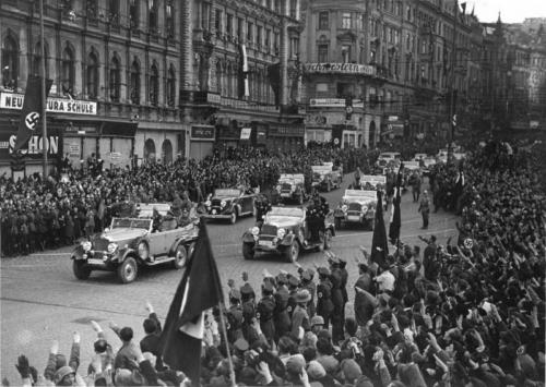 14. märts 1938 Hitler saabub Viini