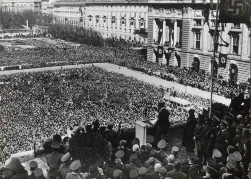 15. märts 1938 Hitler peab Viinis kõnet seoses Austria annekteerimisega