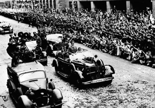 6. juuli 1940. Hitler saabub pärast Prantsusmaa alistamist Berliini. Rahvas on täiesti pöördes.