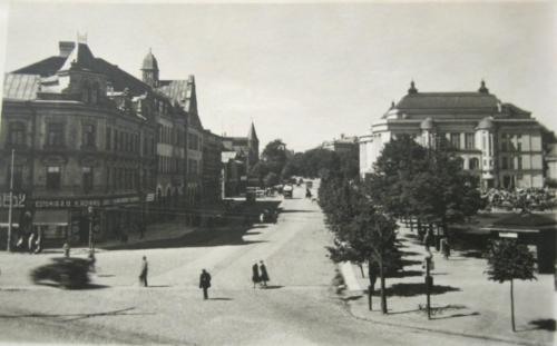 Estonia puiestee, vasakul olevad hooned hävisid õhurünnakus