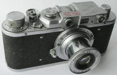 Väljatõmmatava objektiiviga fotoaparaat FED