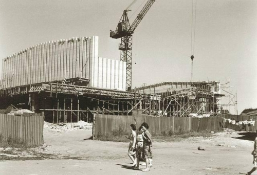 Kino Kosmos ehitamisel