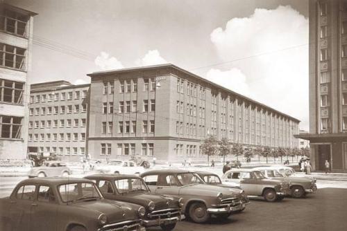 Narva mnt, tehas Eesti Kaabel, vasakus servas paistab tehase Punane Ret ehitusjärgus olev hoone