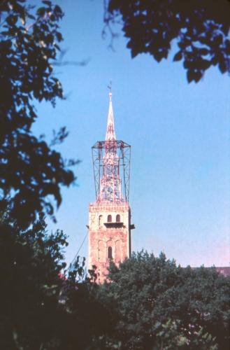 Niguliste kiriku torn taastamisel pärast tulekahju