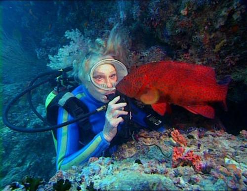 Leni filmib vee all