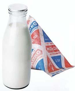 Piim pooleliitrises pudelis ja tetrapakendis. Piim oli ehtne, mitte selline valge vesi nagu tänapäeval.