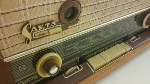 Raadio Sakta koos grammofoniga