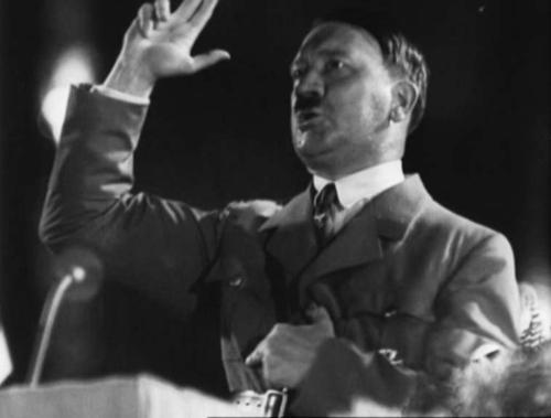 Hitler kõneleb parteipäevade lõpetamisel 10. sept. 1934.