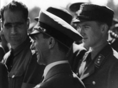8. september 1934. Isegi Goebbels on Hitlerjugendi massiüritusest vaimustuses. Vasakul Rudolf Hess. Kohe hakkab rääkima füürer.