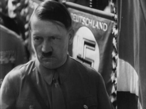 Nürnbergi parteipäevad. Füürer õnnistab suurtükilaskude saatel lippe.