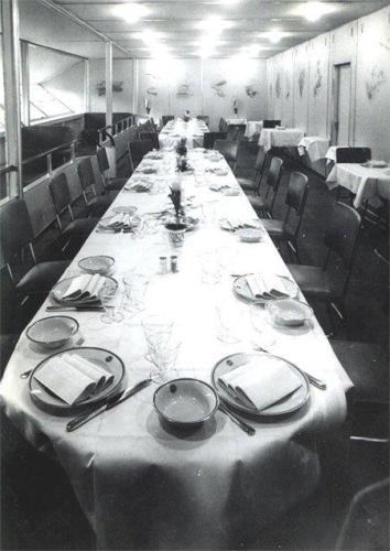Söögisaal LZ-129 pardal